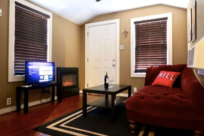 COZY & CUTE: Bungalow Apt in Midtown Houston, TX