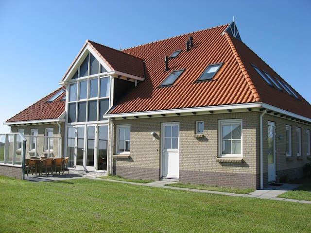 Weidevilla  mit  6  Betten, Kinderbett,  Sauna  und 2 Bäder - Hollum - Outros