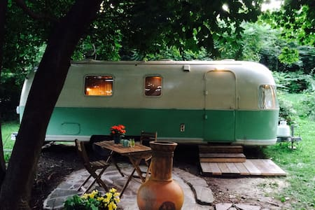 Retro glamping in the city: 1973 AirStream stay!