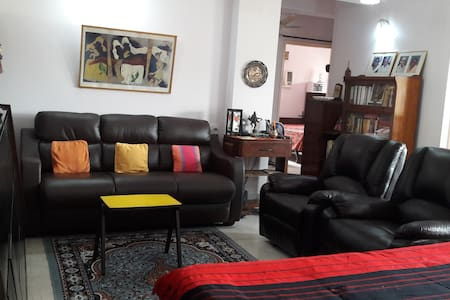 Convenient and comfortable stay in South Kolkata