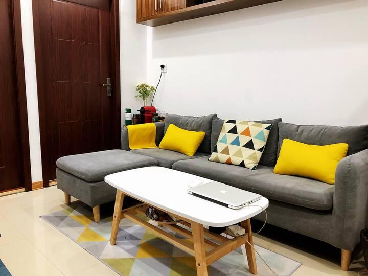 靠近万达广场,罗门环球城,宁波博物馆,近地铁站的高层公寓,新家具,生活便利,房间整洁干净。只限男性