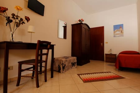 B&B La Mimosa - camera tripla - ballata (erice) - trapani - Bed & Breakfast