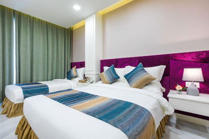 V Boutieque Hotel-Super Twin Room (Ezee)