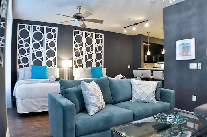 Professionally Sanitized Hollywood 4 Bed L.A #01b