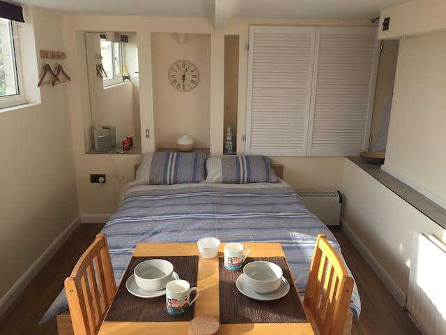 Self-contained Studio by the sea, Weymouth, Dorset