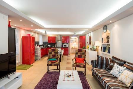 Appartement Indépendant en maison à 15 MIN de LYON