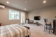 Brand New, Private Suite Steps from Downtown Sac