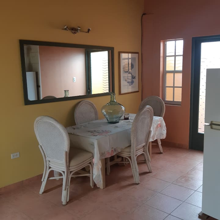 Noord 2 bed- 2 bathroom apartment close to beaches