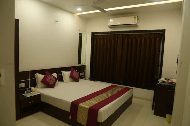 Classic Rooms Near Bombay Hospital @ Regal Regency