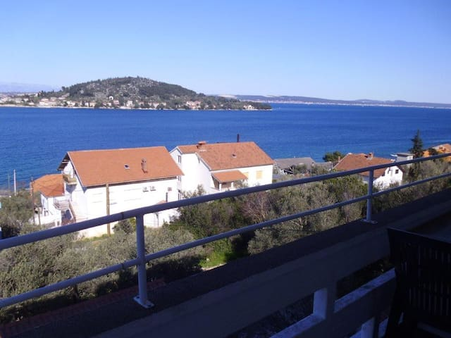 Tino Kali-2BD apartment with balcony and seaview