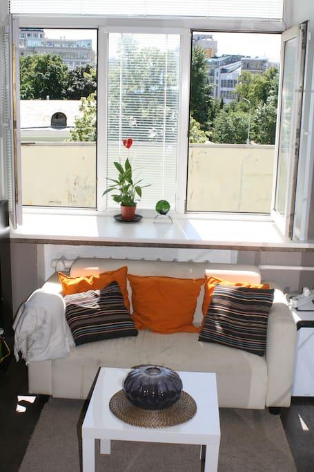 Комната № 1 вид из окна - напротив кровати
