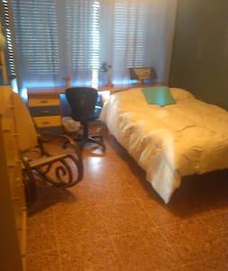 Habitación privada amplia y luminosa - Breña Baja