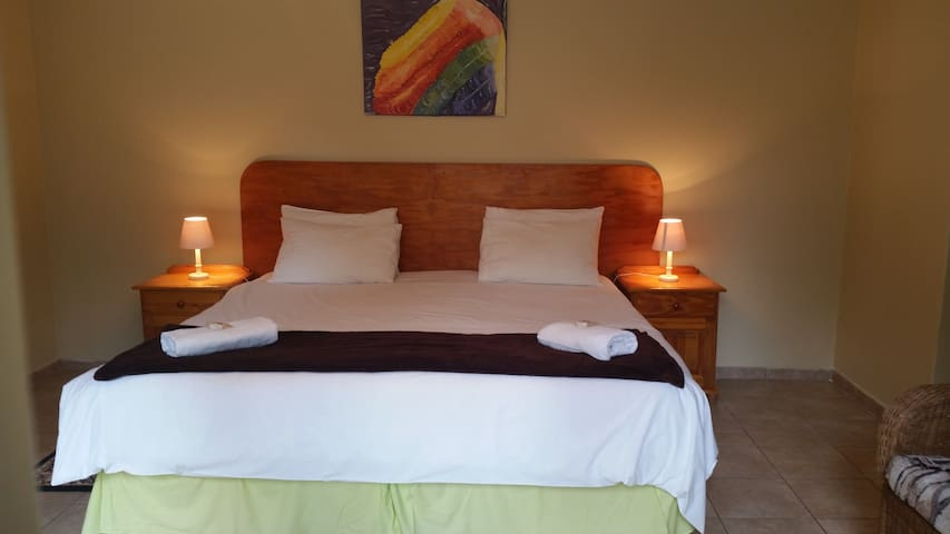 Louhallas Accommodation - Edenvale - Bed & Breakfast