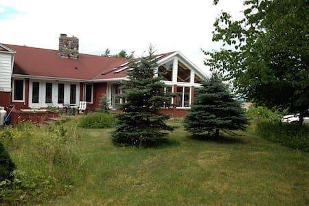 Beautiful home and private grounds in Appleton