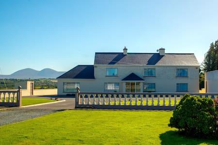 Cosy Traditional Farm House 20mins To Killarney