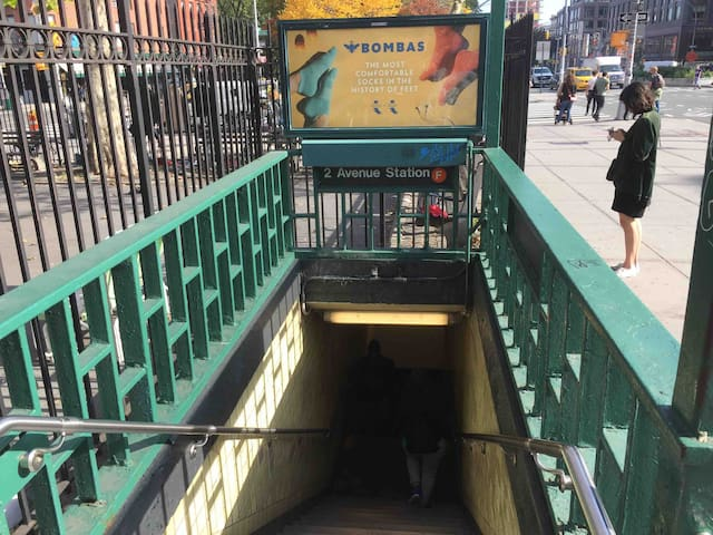 Nearest subway Train / 2nd Ave subway stop