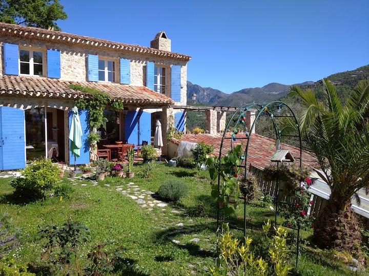 Pays Niçois : Villa de charme avec vue et Piscine