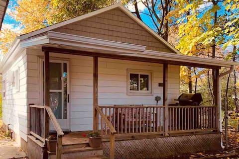Cottage Cabin Hide-Away