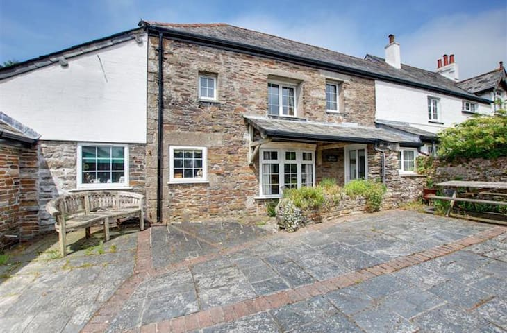 """Barn Cottage in """"Poldark"""" country!"""