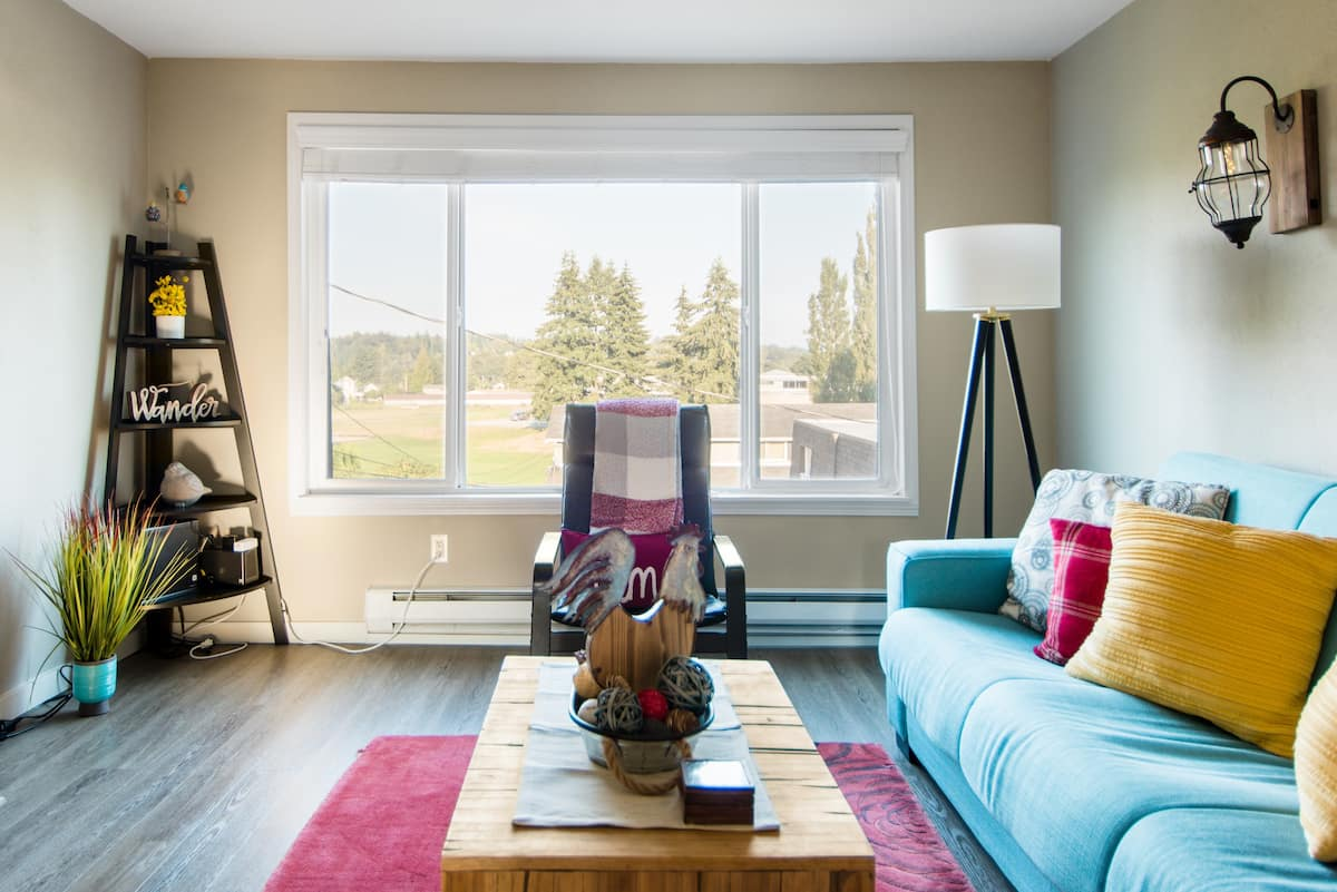 Pleasant Stay on Avenue A - Cozy, Colorful Home