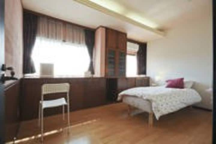 Good access to Shinjuku, female guest only