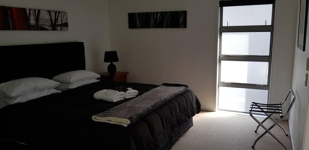 Lodge 1-Super King bed