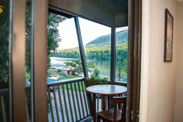 Unit E| Couples Hideaway on the TN River!