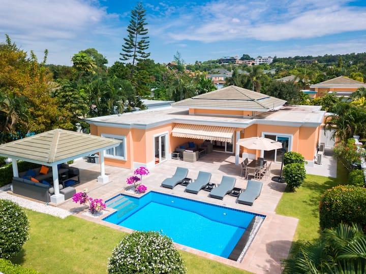 Luxury Pool Villa 604 / 4 BR 8-10 persons