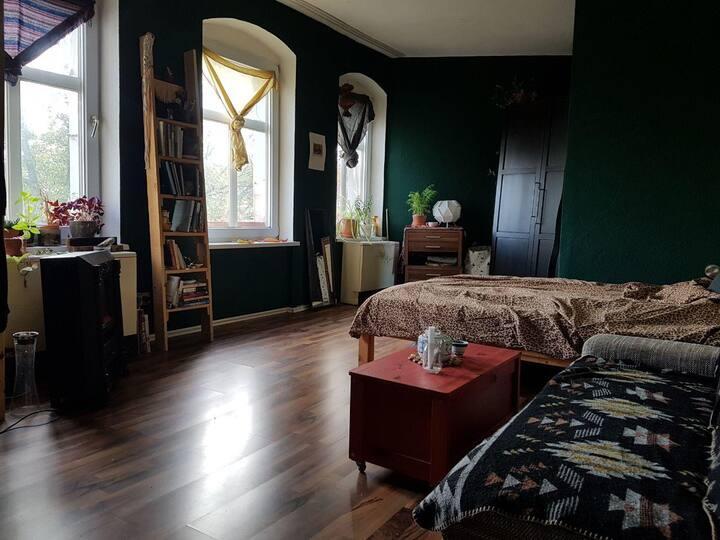 Warm & inviting room in Kreuzberg <3