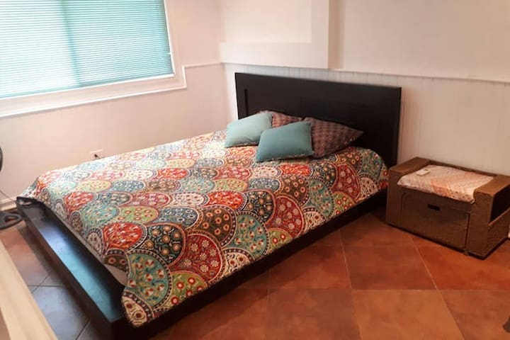 Private Bedroom, Queen Bed, Shared Bath, AC - Gamboa - House