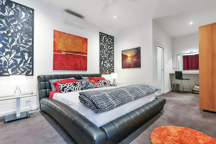 Luxury Affordable Barossa. West Wing 2 Bedrooms.