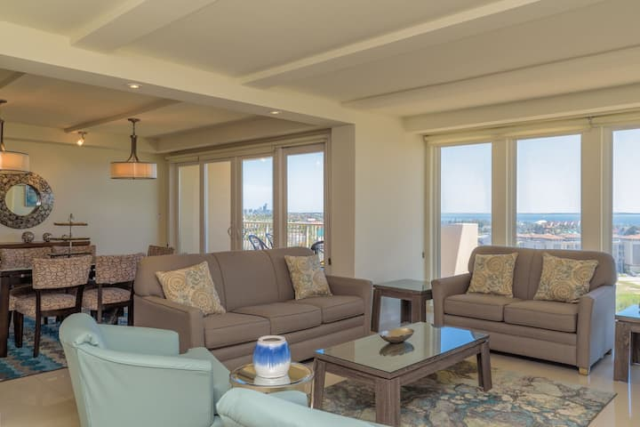 Panoramic bayview! Spacious 10th floor condo beachfront resort with shared pools