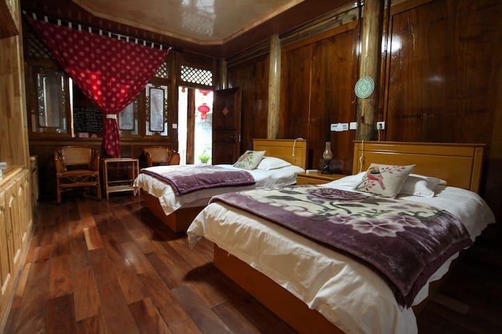 「和顺太璞」寻找小红帽 一楼标准间/全楠木无相邻房间的独立空间