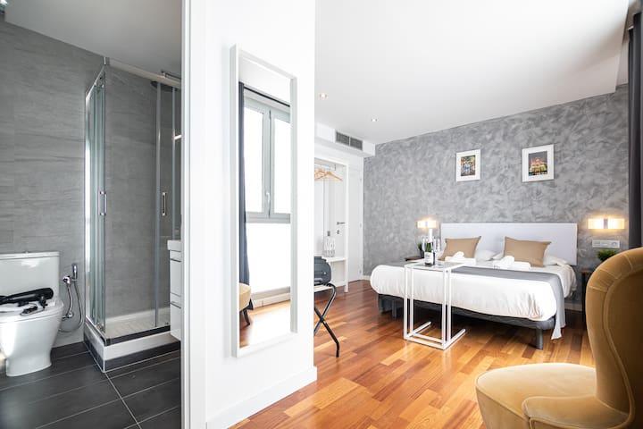 N3- Luxurious Room with En Suite Bathroom