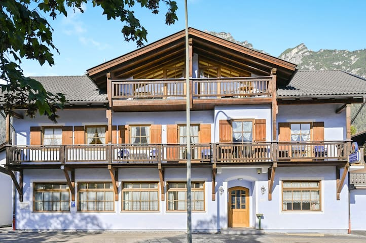 """Cosy Katharinenhof holiday apartment """"Alpspitz"""" with Balcony, Mountain View & Wi-Fi; Parking Available, Pets Allowed"""