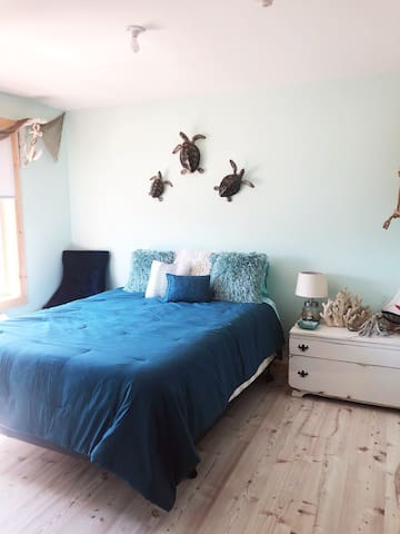 Brand new!! Ocean Theme Suite at Ray's Place Inn
