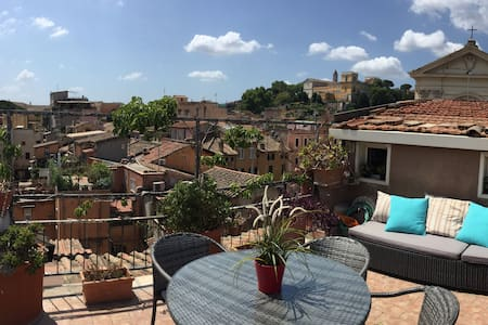 PENTHOUSE IN TRASTEVERE WITH PANORAMIC TERRACE