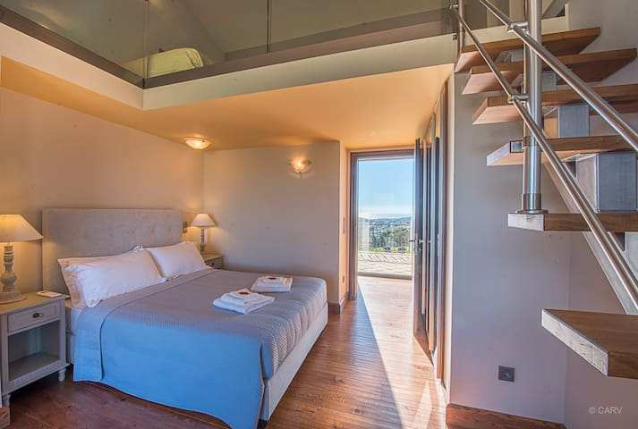 LEVEL 1, DI - maisonette ensuite bedroom up 4 guests ( a double bed and 2 single beds on the attic)