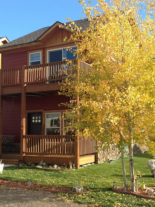Affordable in town getaway houses for rent in gunnison for Affordable small towns in colorado