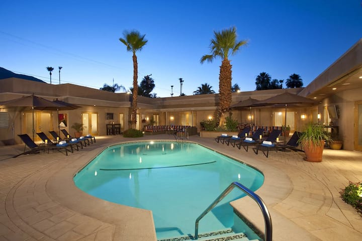 AdultsOnly Poolside Luxury XL KING Suite w/Patio