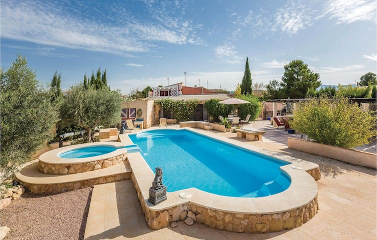 Holiday cottage with 7 bedrooms on 350 m² in Pinoso