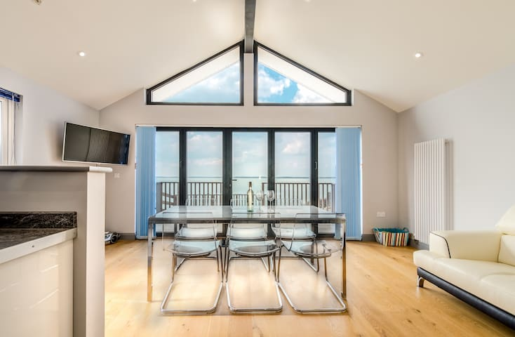 Beautiful Beachside Chalet, Gurnard, Cowes