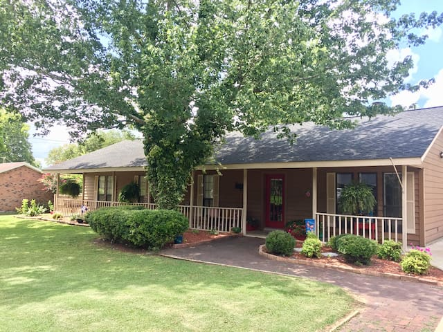 Family Home minutes from MSU Campus