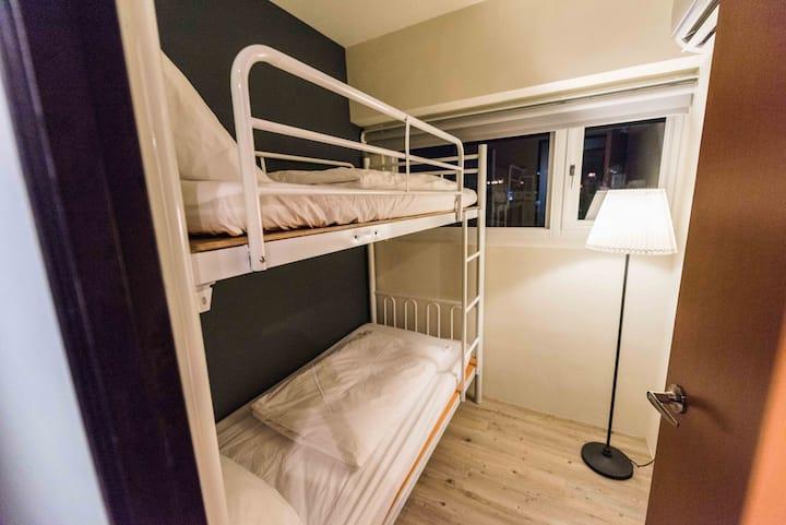 美麗島捷運站~曙光。青旅 Luftpause Hostel  舒適雙床房