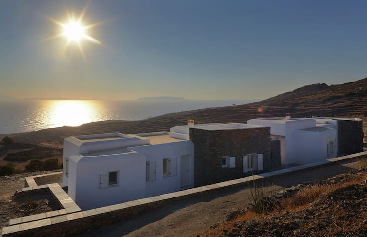 Green Luxury Villas: 4 Bedrooms, 4 Bathrooms - Ano Meria - Penzion (B&B)