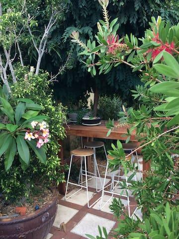 Comfortable private spot near Fremantle