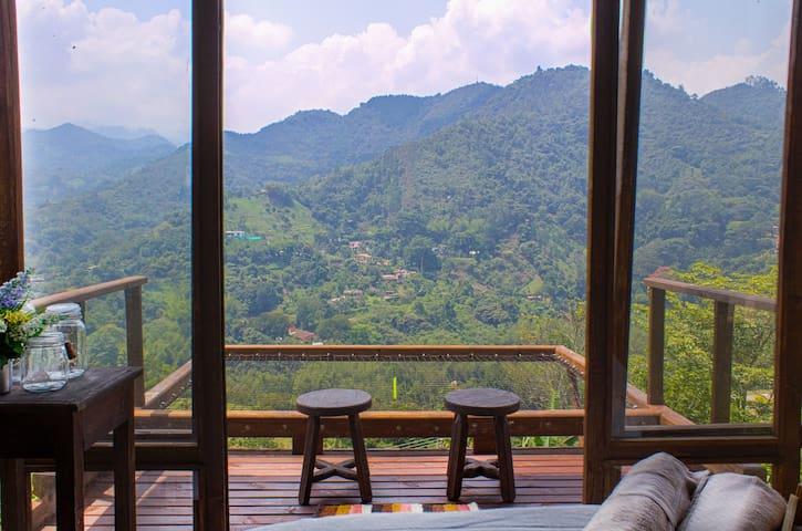 Glamping cabaña de madera con hermosa vista