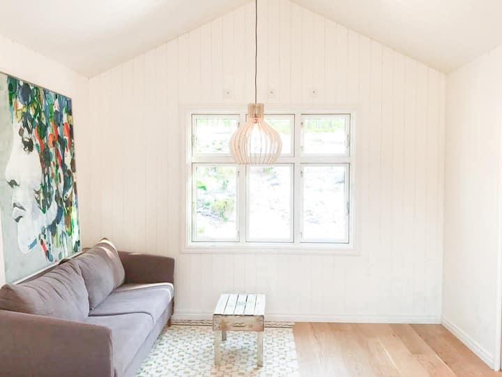 Charming Swedish cottage 20 min south of Stockholm