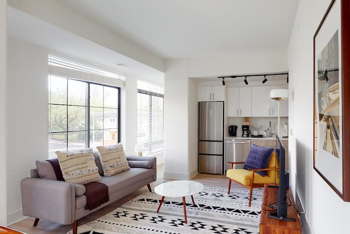 Refined 2BR at The Blackbird Near Capitol Hill