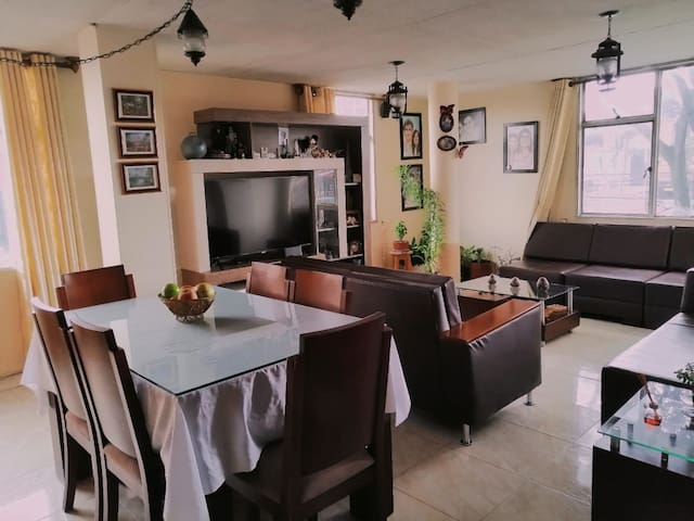 Acogedora y amplia habitación al norte de Bogotá.